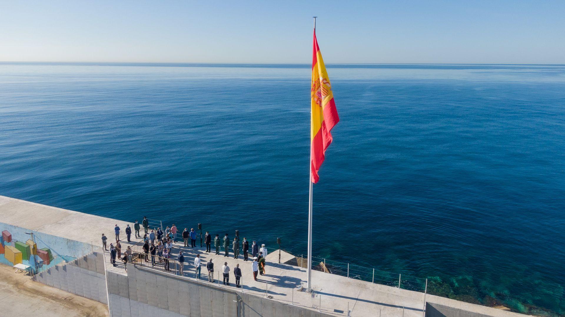 Foto Aérea bandera españa homenaje víctimas pandemia